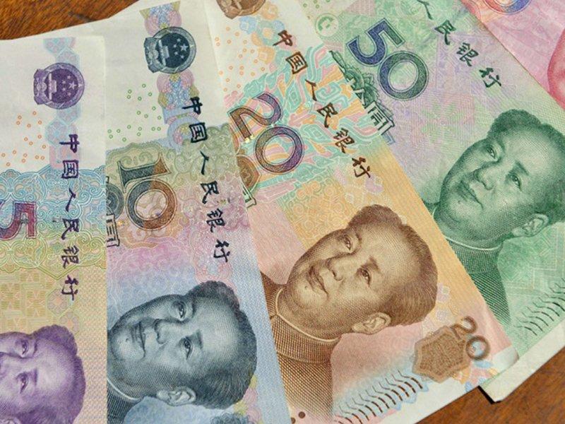 ЦБ заменяет доллары на юани и евро