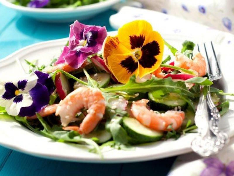 Съедобные цветы становятся популярными продуктами