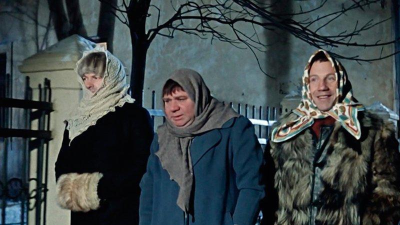 Джентльмены удачи Видео Кино  Заведующему детсадом Трошкину фатально не повезло: он оказался как две капли...
