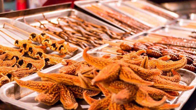 Японская Улица Еда Видео Кулинария  Tamagoyaki - это тип японского омлета, который производится путем скручивания...