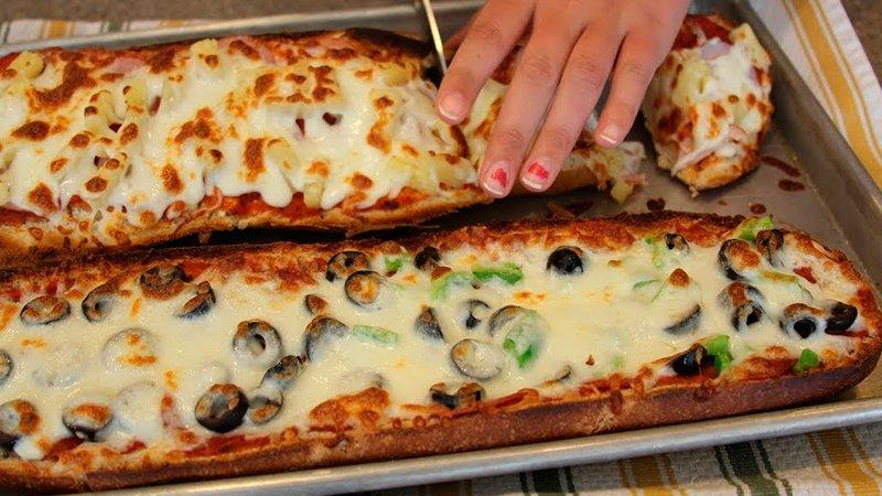 Оригинальная пицца в батоне Видео Кулинария  Чтобы приготовить батон с начинкой в духовке, нам нужно:    1...