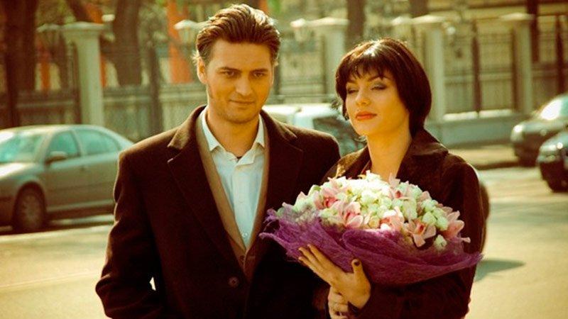 Маруся (Фильм 2018) Мелодрама Видео Кино  Маруся (Анна Дианова) живет в поселке с маленьким сыном, выращивает розы и не...