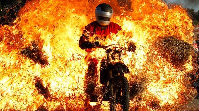 Шоу каскадеров в Тимашевске Видео Страна  В этом году в нашем любимом городе прошло крутое шоу каскадеров. Вот отличное...