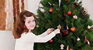 Украшаем новогоднюю елку с ребенком