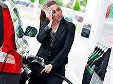 Почему в России стремительно  дорожает бензин