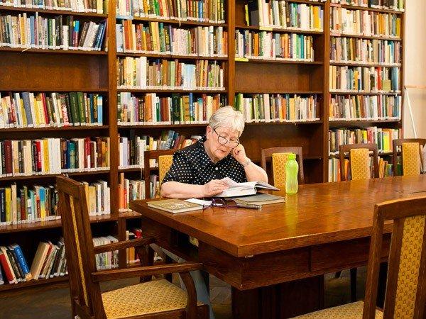 Городская библиотека в мкр.Индустриальном 1