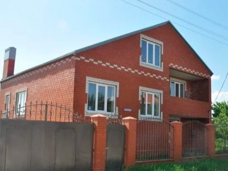 Дом 200 м² на участке 8 сот.