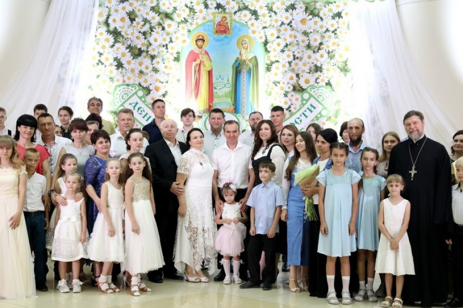 Многодетной семье из Тимашевска вручили медаль «Родительская доблесть»