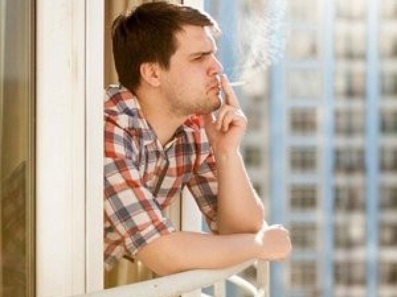 В России запретили курить на балконе