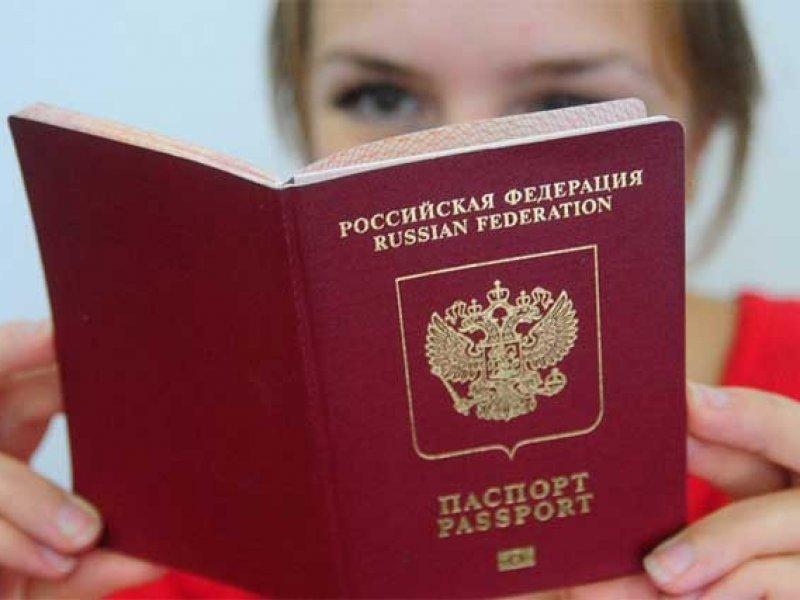 В России планируют собирать данные о загранпаспортах родителей школьников