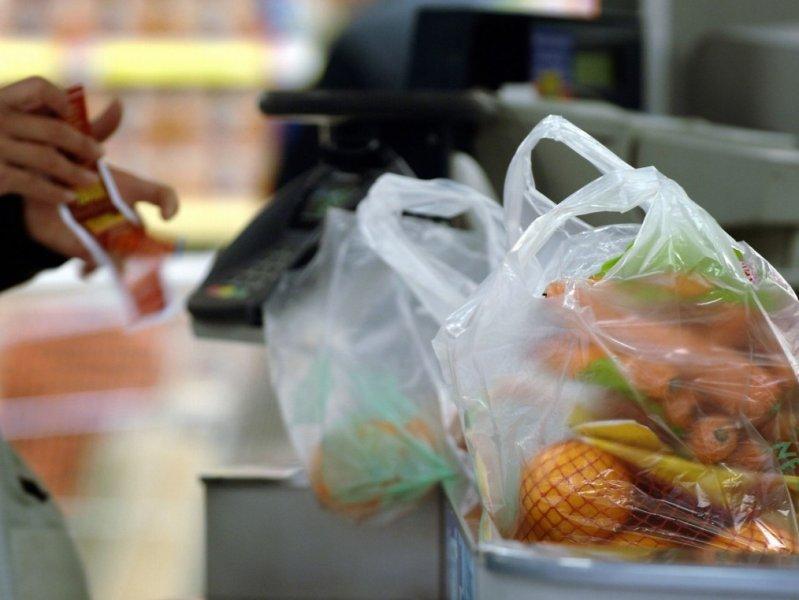 Большинство россиян готовы отказаться от пластиковых пакетов