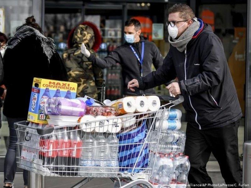 Россияне начали запасаться товарами на фоне ситуации из-за коронавируса