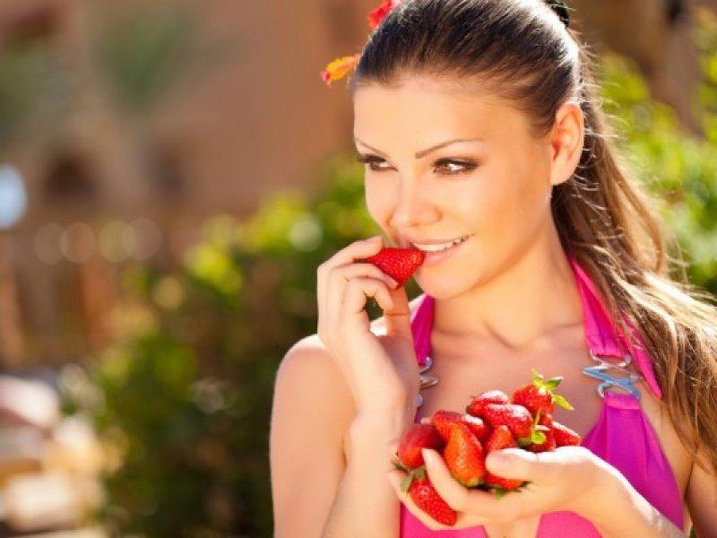 Почему летом полезно есть ягоды