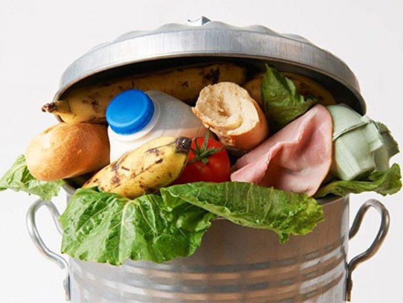 Россияне ежегодно выбрасывают 17 млн тонн продуктов