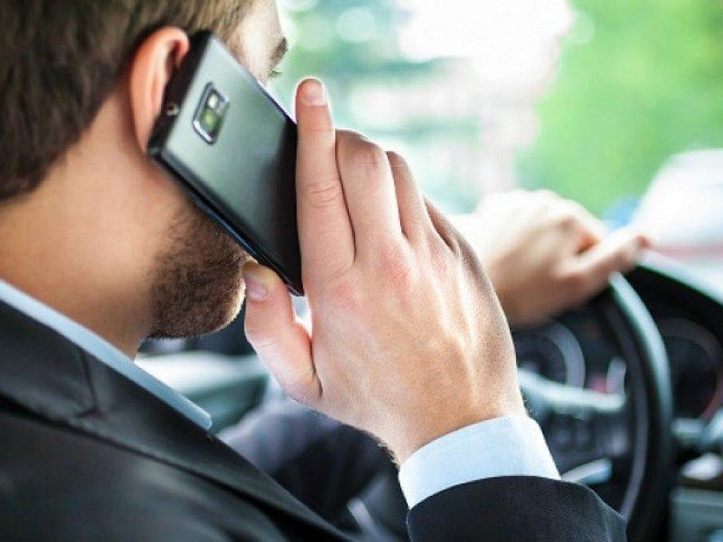 ГИБДД будет фиксировать использование телефонов за рулем с помощью камер