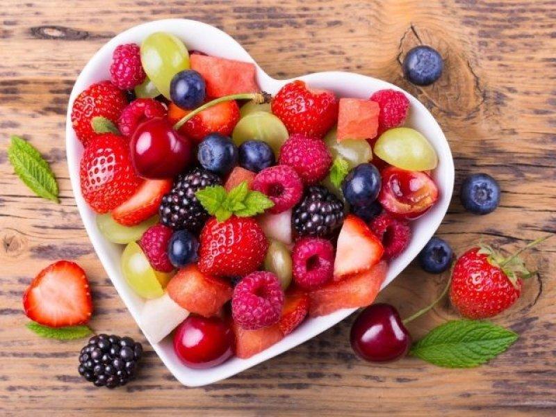 Названы ягоды и фрукты, резко повышающие уровень сахара в крови