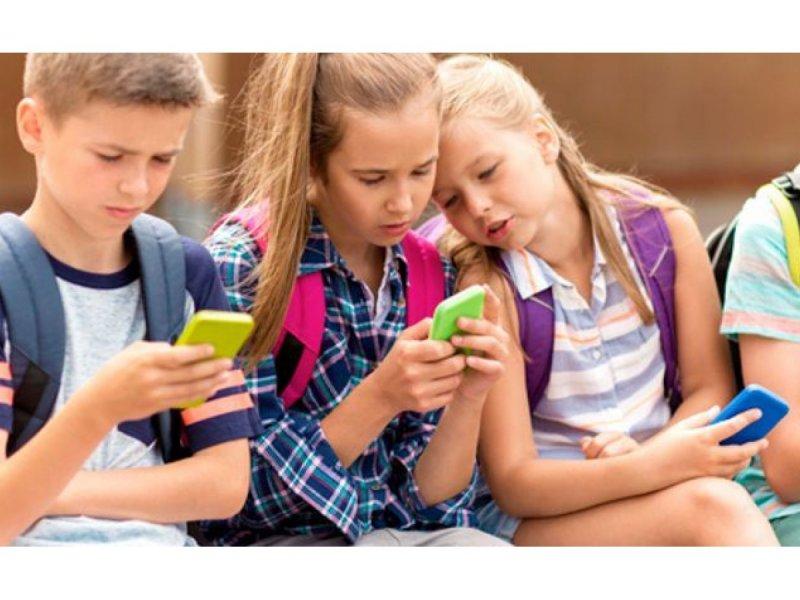 В школах хотят запретить пользоваться смартфонами