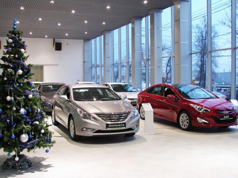 Россиянам разрешили регистрировать новые автомобили в салонах