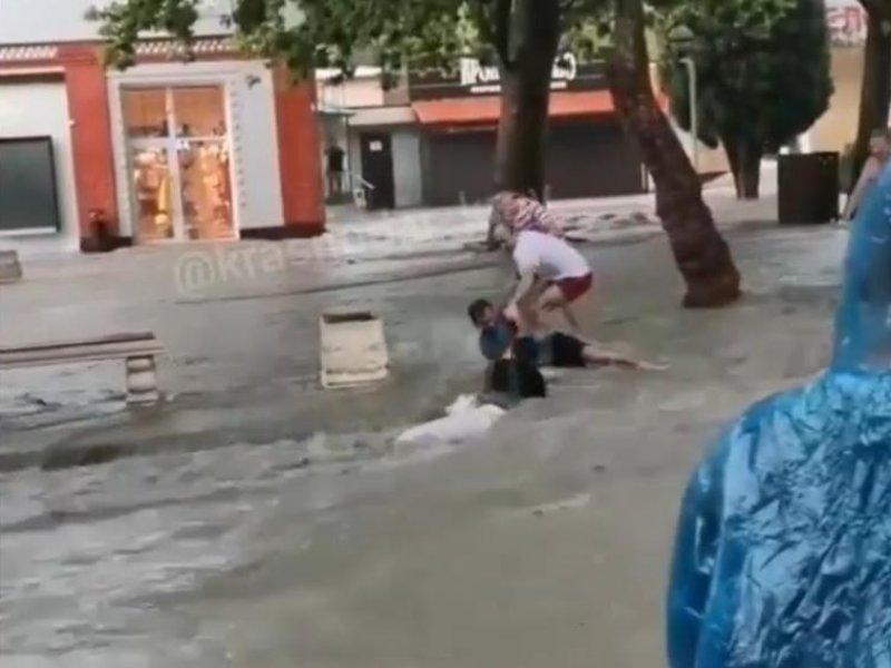 На Кубань обрушились ливневые дожди и грозы