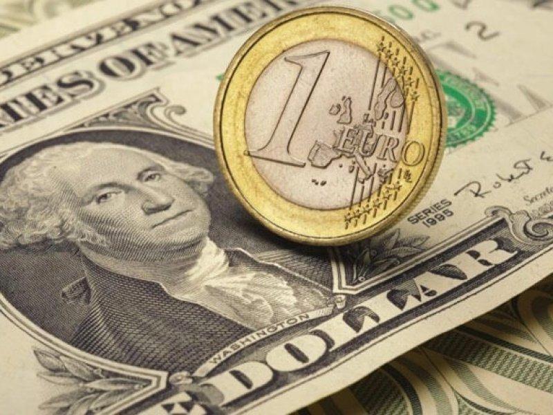 Курсы доллара и евро продолжают расти