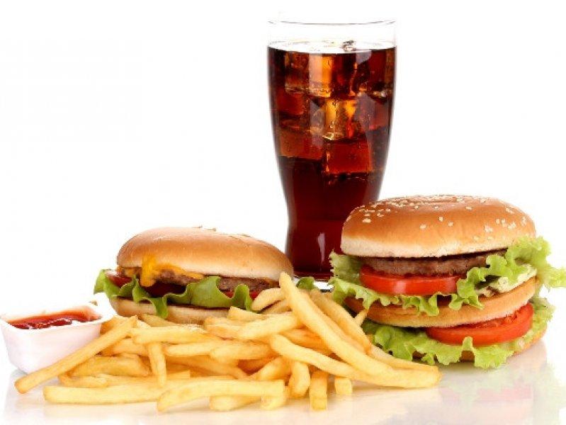 Вредная еда оказалась опаснее курения