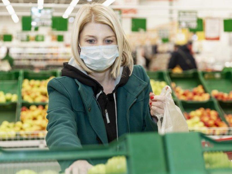 Названы условия, при котором магазины и общепит не закроют на фоне пандемии коронавируса