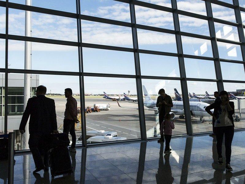 В российские аэропорты хотят вернуть курилки и сделать их платными