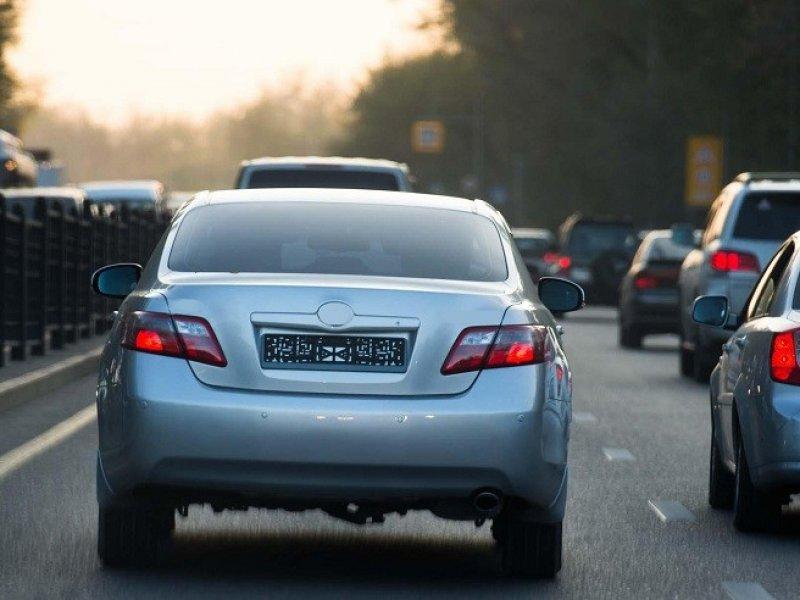 С 1 января владельцы новых автомобилей не смогут ездить без госномеров