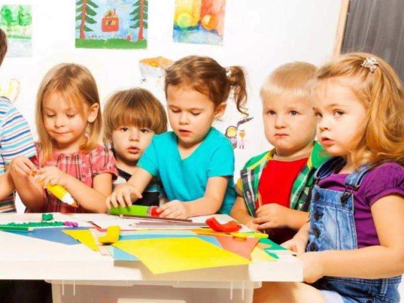В России малоимущие семьи предлагают освободить от платы за детский сад
