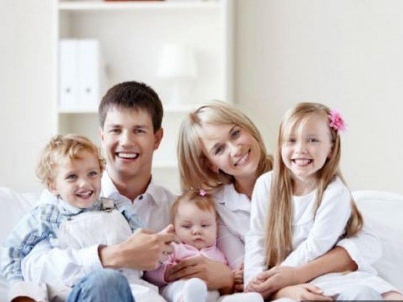 В России семьи начнут получать дополнительные выплаты на третьего ребенка