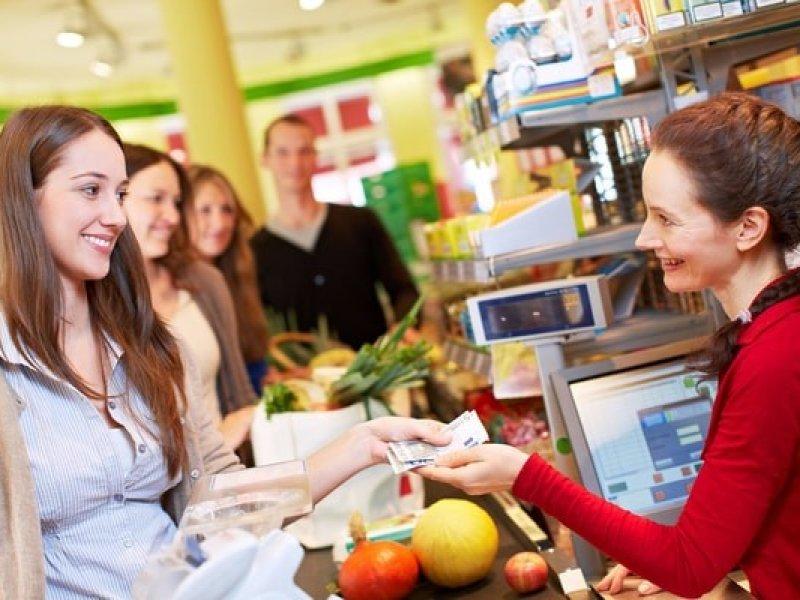 В России можно будет снимать наличные в кассах магазинах