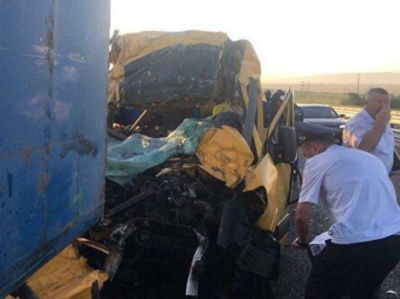 Маршрутка из Краснодара попала в аварию в Крыму. Погибли девять человек