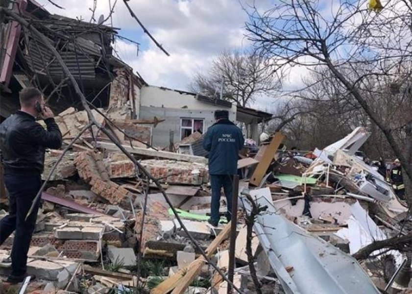 В Тимашевске при взрыве в доме газового баллона пострадали два человека, разрушено две квартиры