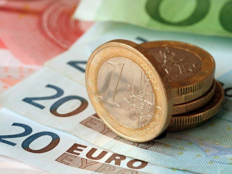 Впервые курс евро поднялся выше 83 рублей