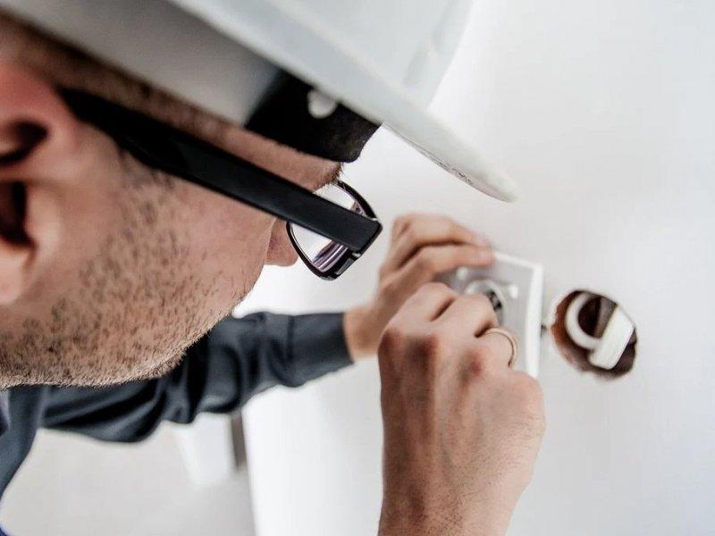 В России могут ввести плановые проверки электропроводки в квартирах