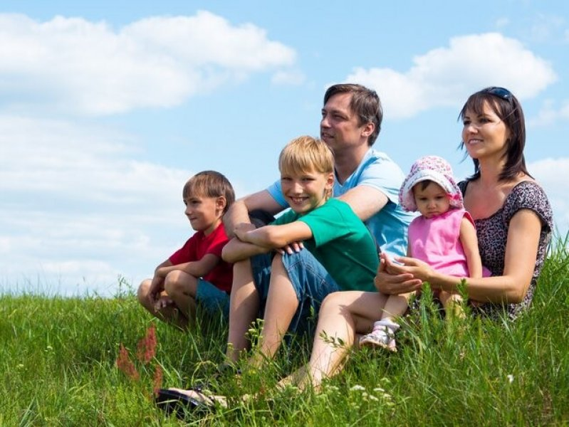 В России предлагают повысить выплаты семьям с детьми с низкими доходами