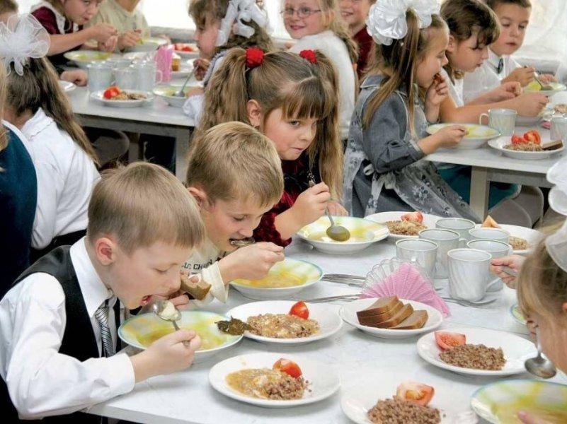 В Госдуме предлагают разрешить заменять школьные завтраки на сертификаты
