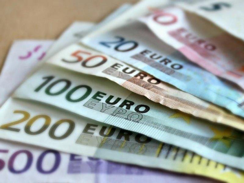 Курс евро взлетел выше 93,7 рубля