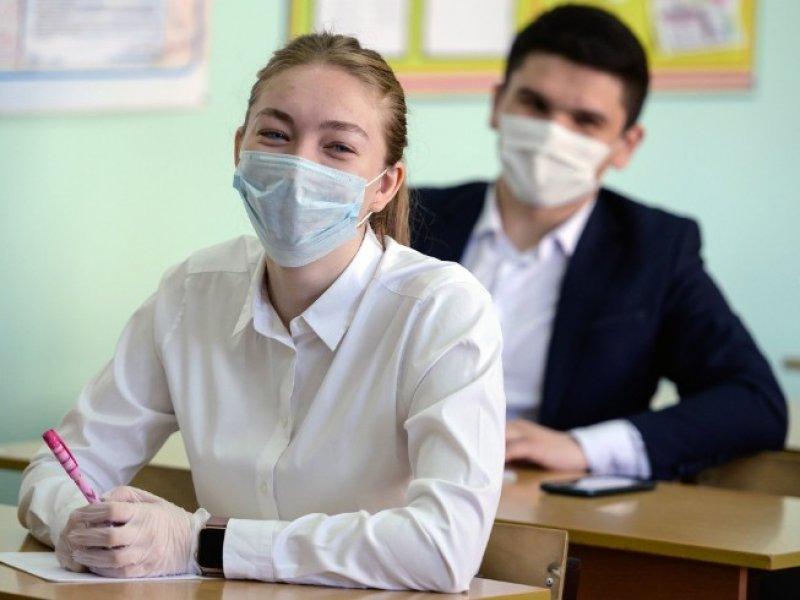 Сегодня выпускники российских школ начали сдавать ЕГЭ