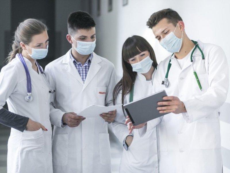 Эксперты рассказали, когда коронавирус появится в России