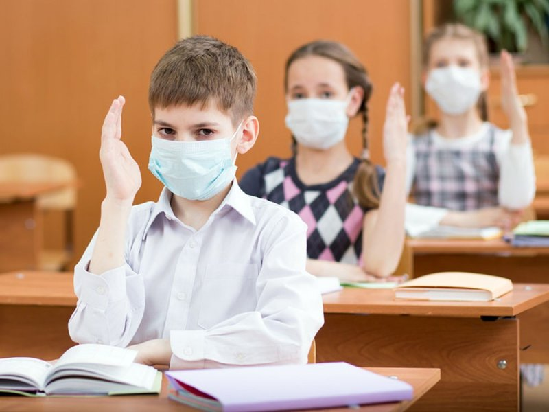 В России сегодня школы вернулись к очным занятиям