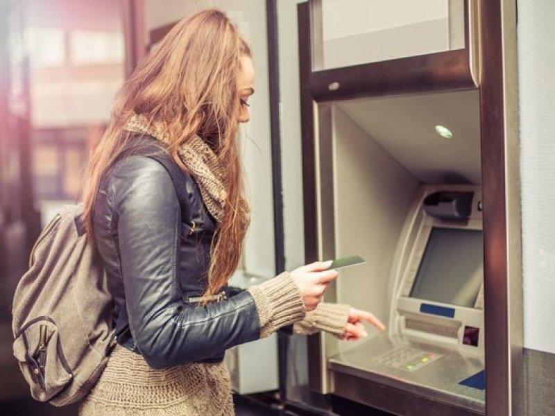 Роскачество советует как не стать жертвой мошенников при использовании банкоматов