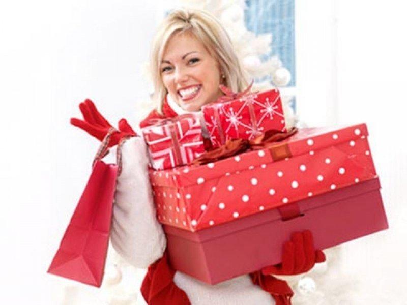 Сколько готовы потратить россияне на новогодние подарки