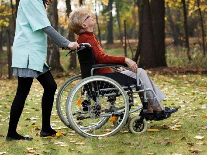 В России расширили  перечень социальных услуг для пожилых и инвалидов
