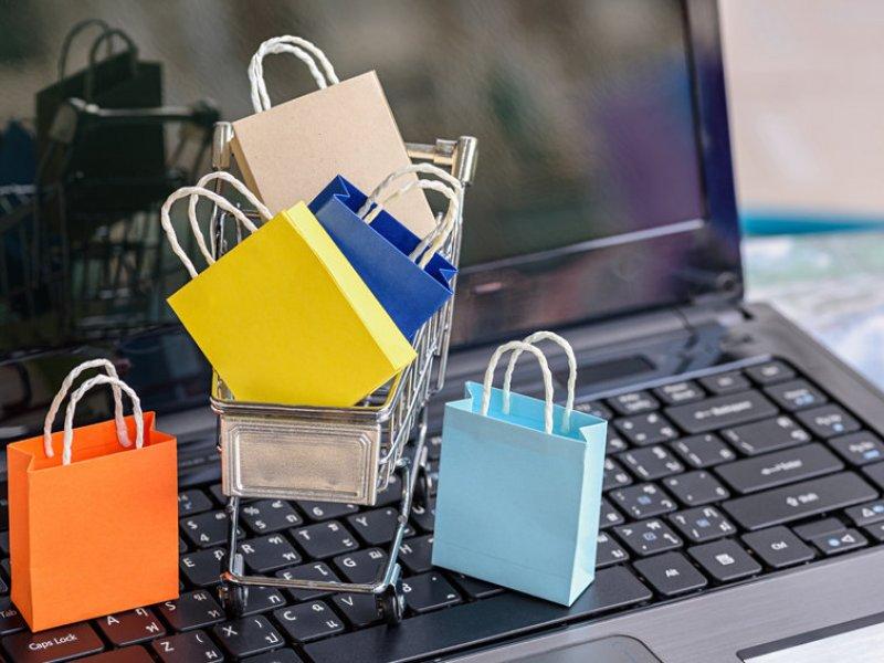 Россияне в три раза больше стали покупать в интернете