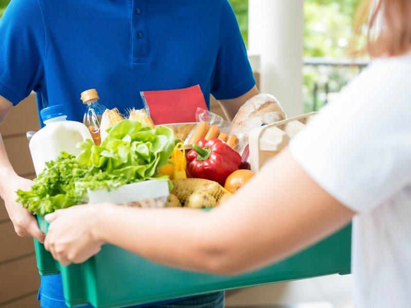 Сбербанк будет доставлять продукты из магазинов