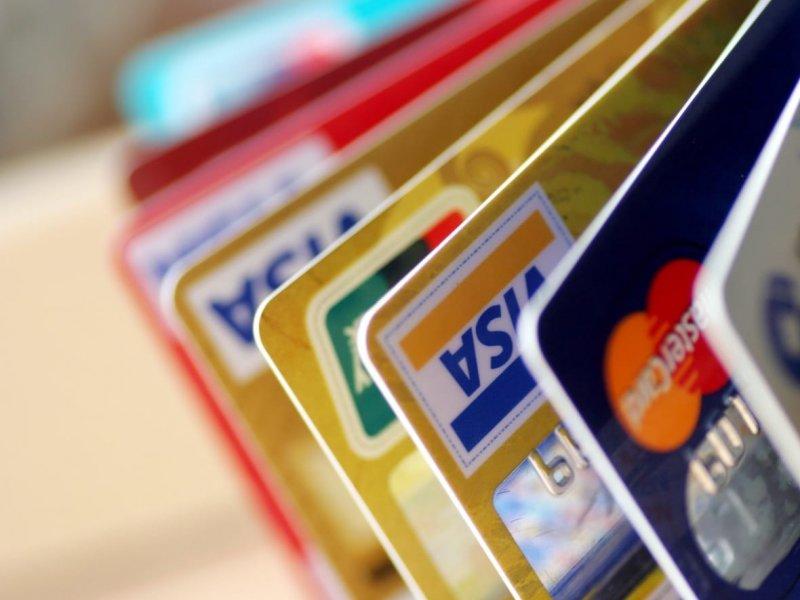 Россияне стали активнее пользоваться кредитками