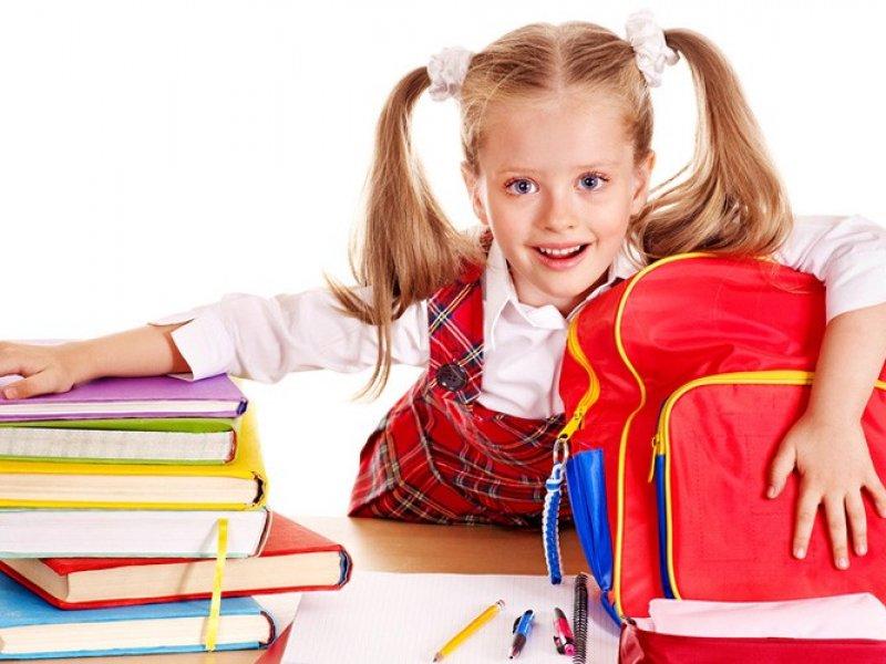 Школьников в России хотят избавить от тяжелых рюкзаков с учебниками
