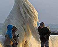 Ледяное чудо  на Женевском озере в Швейцарии  (фото)