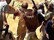 Мир шокирован кадрами расправы над Кадаффи (видео)